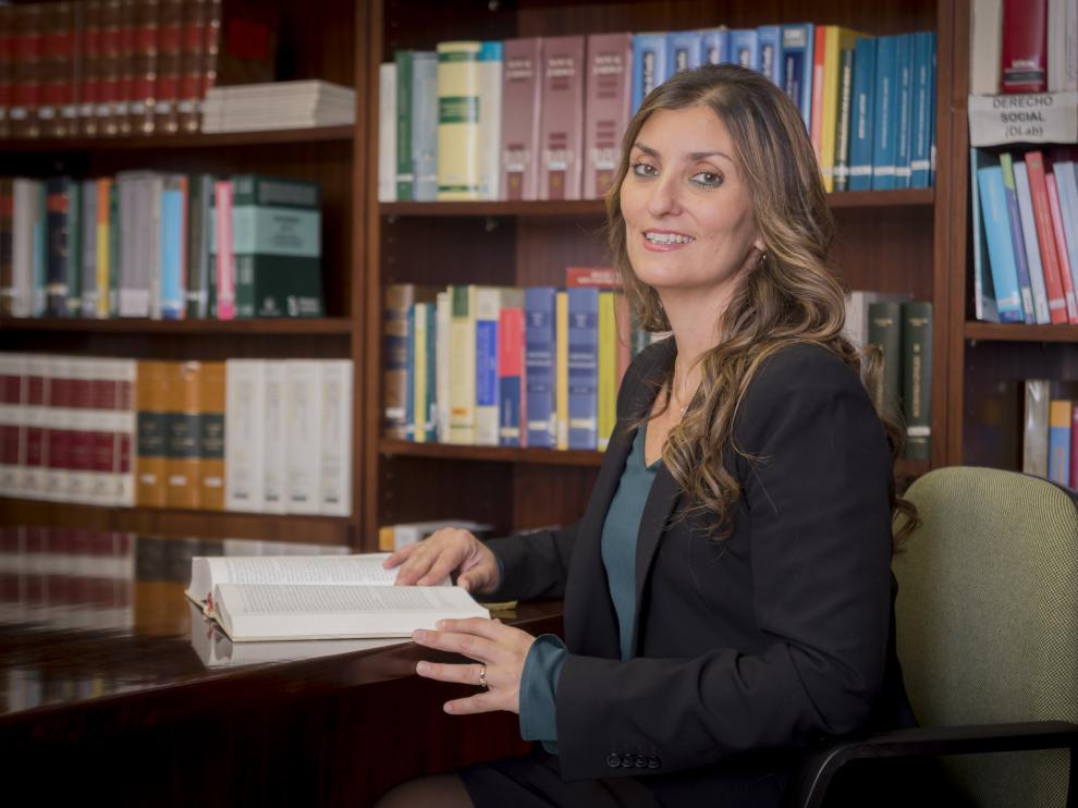 Sara Giménez, en la sede del Colegio de Abogados de Huesca