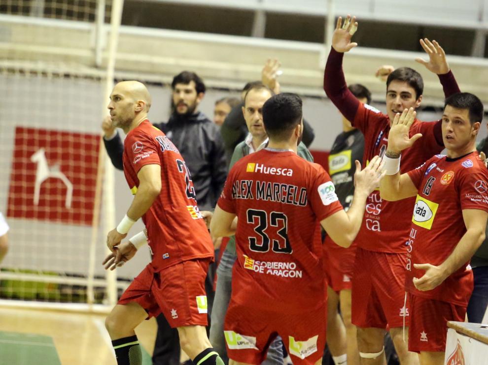 Los jugadores del Bada Huesca celebran un gol en un partido de esta temporada.