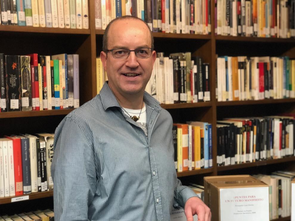 Juan Carlos Marco es licenciado en Ciencias Físicas y profesor de educación secundaria.
