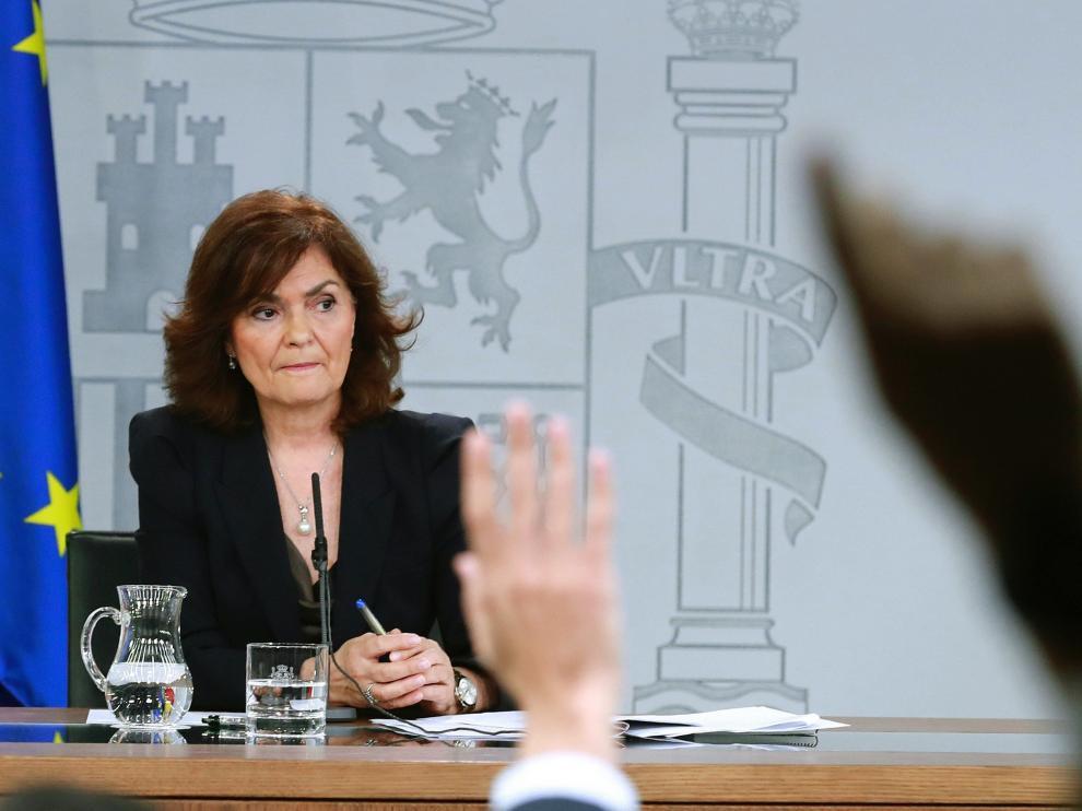 La vicepresidenta del Gobierno, Carmen Calvo, en rueda de prensa.
