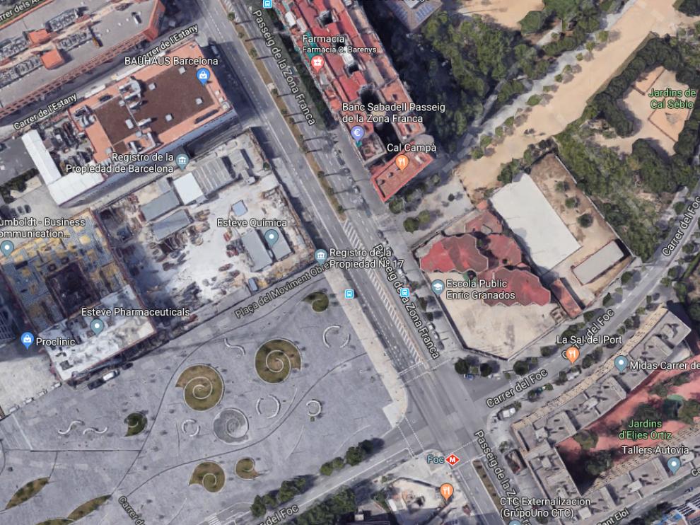 El incendio ha tenido lugar en una vivienda situada en el paseo de la Zona Franca en la confluencia con la calle del Foc