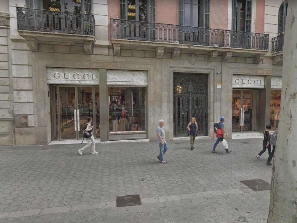 La tienda de Gucci del paseo de Gracia donde los aluniceros han cometido el robo.