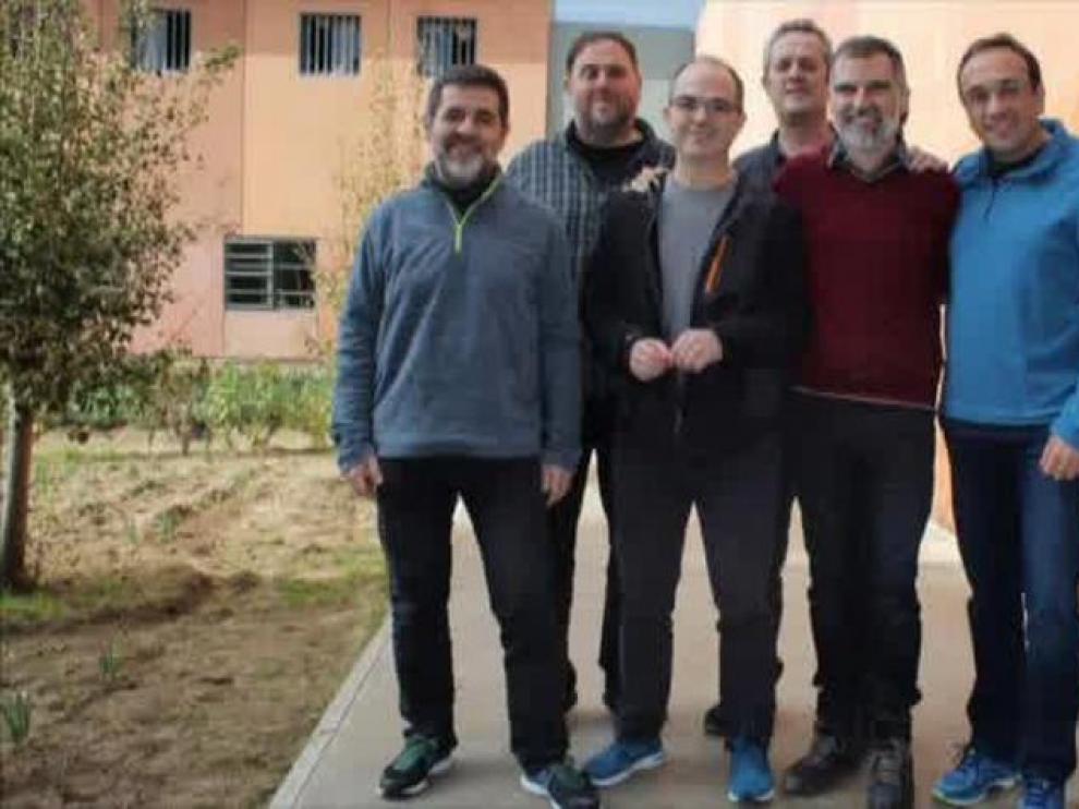 Imagen de archivo de Josep Rull (de azul) junto al resto de presos independentistas.