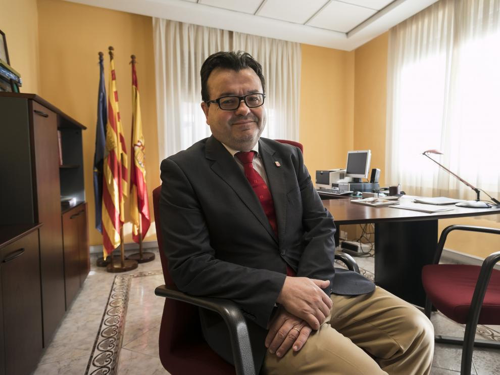 Luis Zubieta, en su despacho en la sede de la federación de municipios aragoneses.
