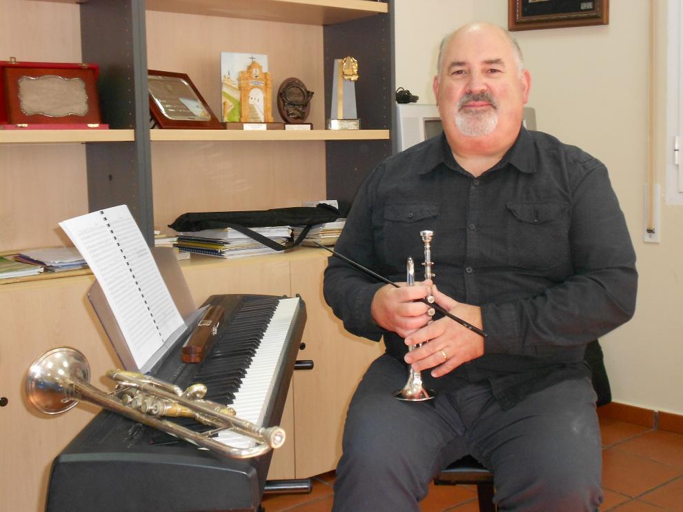 El director de la banda La Moncaína, Paco Lamata.