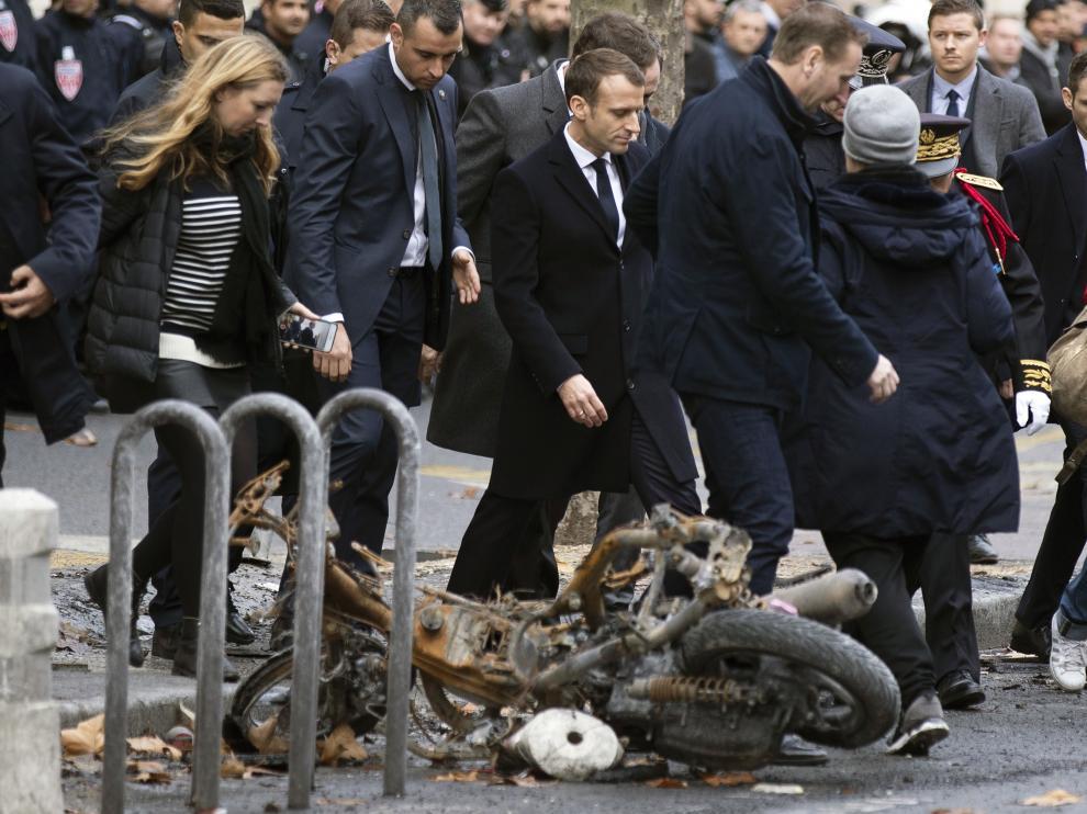 Macron, visitanto la zona de las protestas.