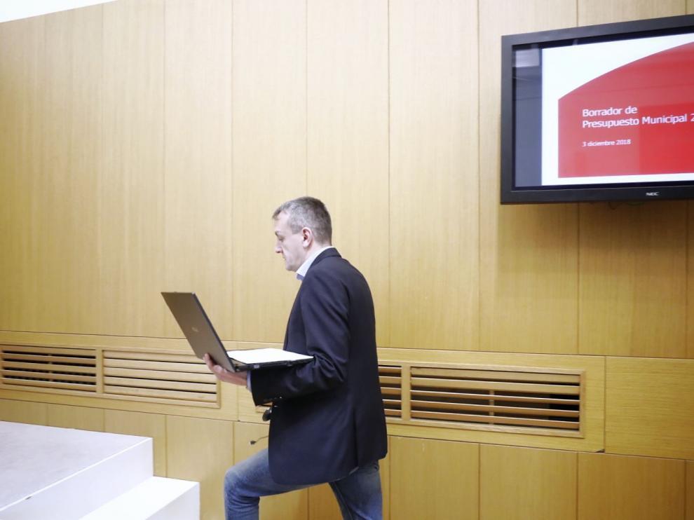 El concejal de Economía, Fernando Rivarés, momentos antes de presenatr el presupuesto de 2019.