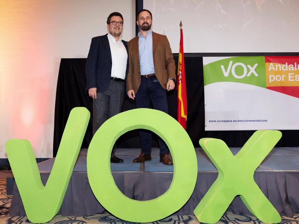 El presidente de Vox, Santiago Abascal y el candidato a la Junta de Andalucía, Francisco Serrano.