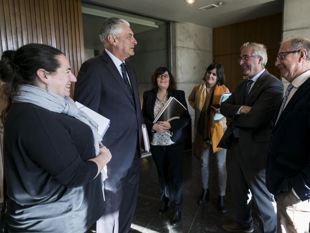 De Santos, Suárez, García Muñoz, Allué, Olona y Gimeno, ayer en las Cortes