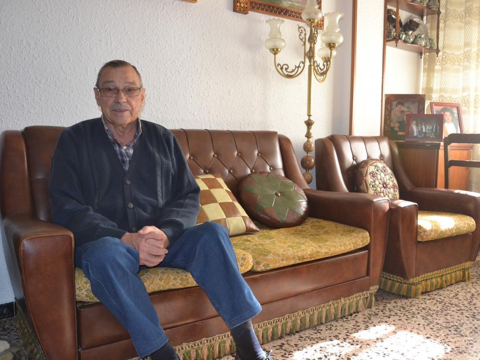 Manuel Andreu, en su casa de Albalate cuando se recuperaba del disparo de Igor el Ruso.