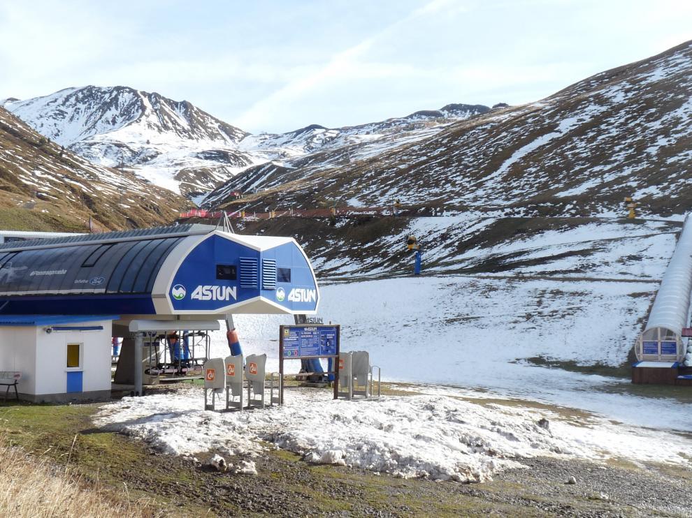 La estación de esquí de Astún ofrecía el martes esta imagen en sus cotas bajas