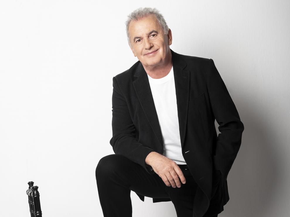Víctor Manuel, con una trayectoria de más de 50 años sobre los escenarios, llega a Zaragoza tras arrasar en sus anteriores conciertos.