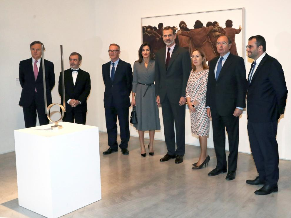 Los Reyes, en la inauguración de una exposición que conmemora el cuarenta aniversario de la Constitución.
