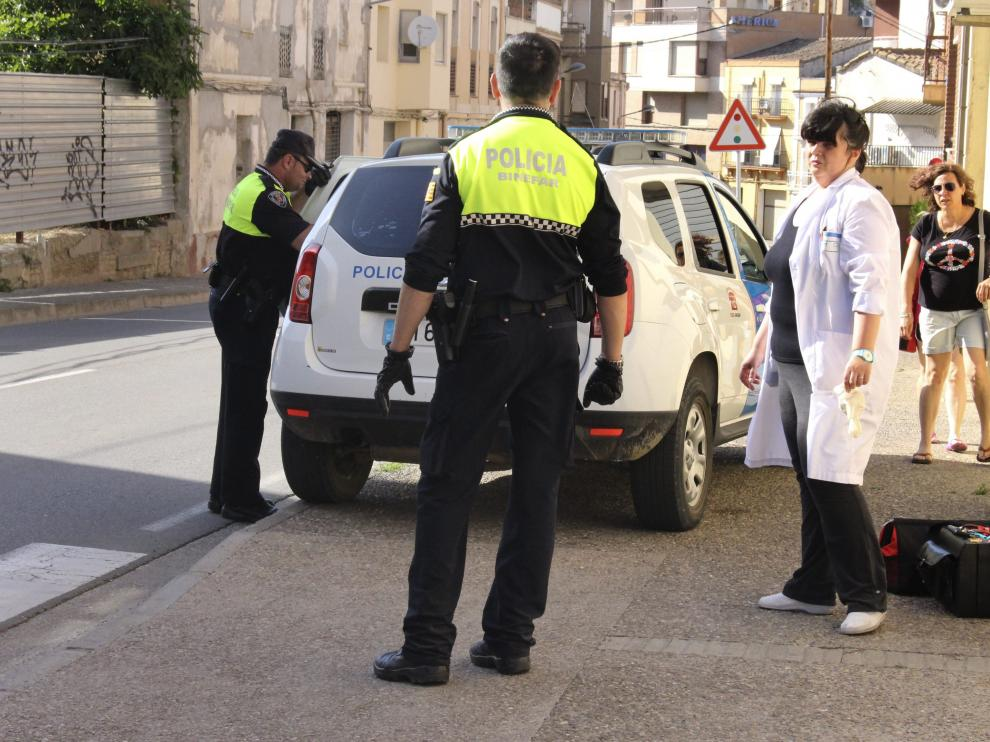 La Policía Local de Binéfar y el personal del centro de salud fueron los primeros en llegar al lugar del suceso