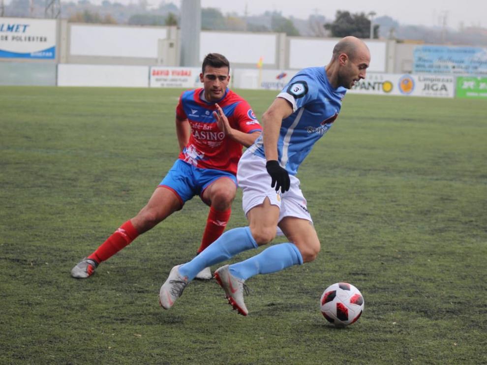 Un lance del partido entre el Binéfar y el Tarazona.