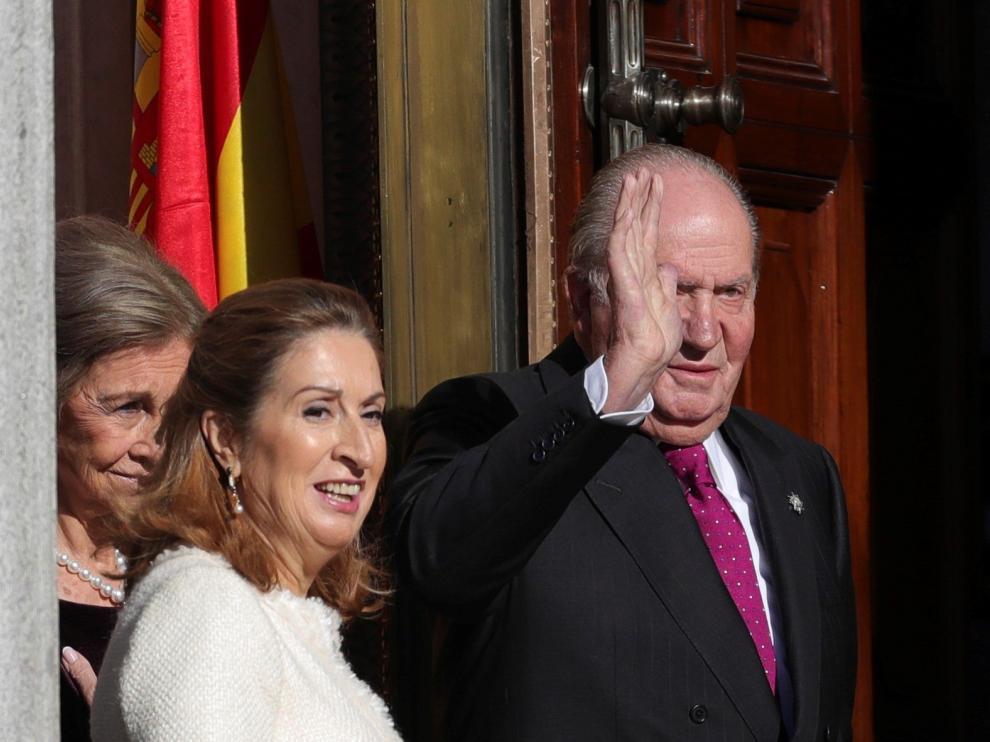 Ana Pastor, junto al rey Juan Carlos