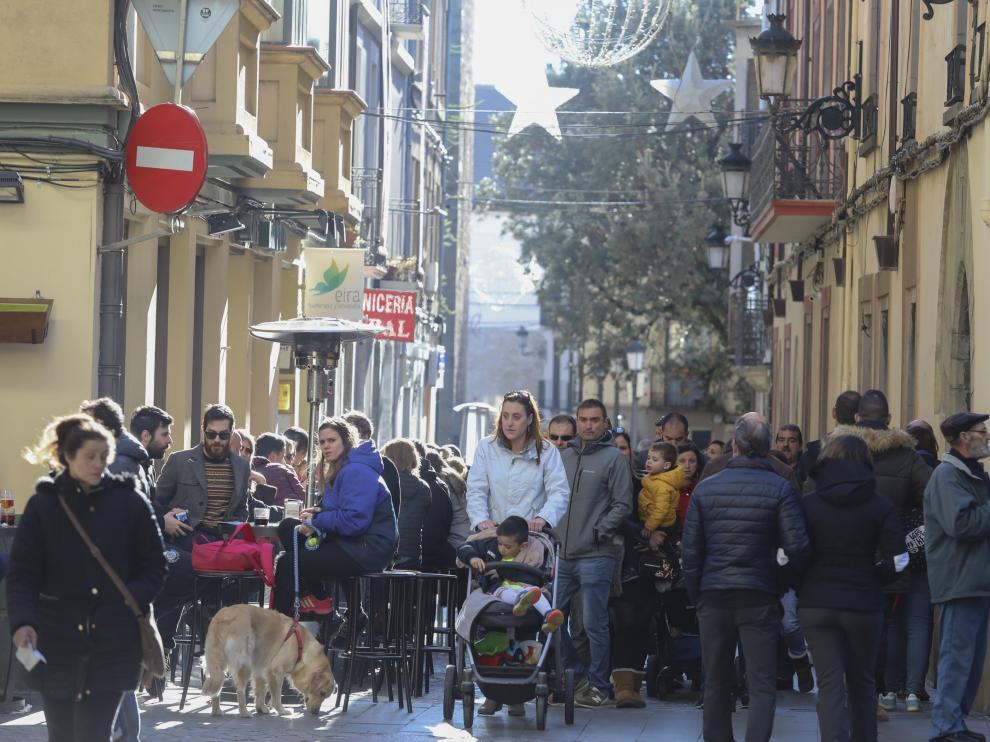 Las calles del casco histórico de Jaca estaban llenas de turistas este jueves a mediodía.