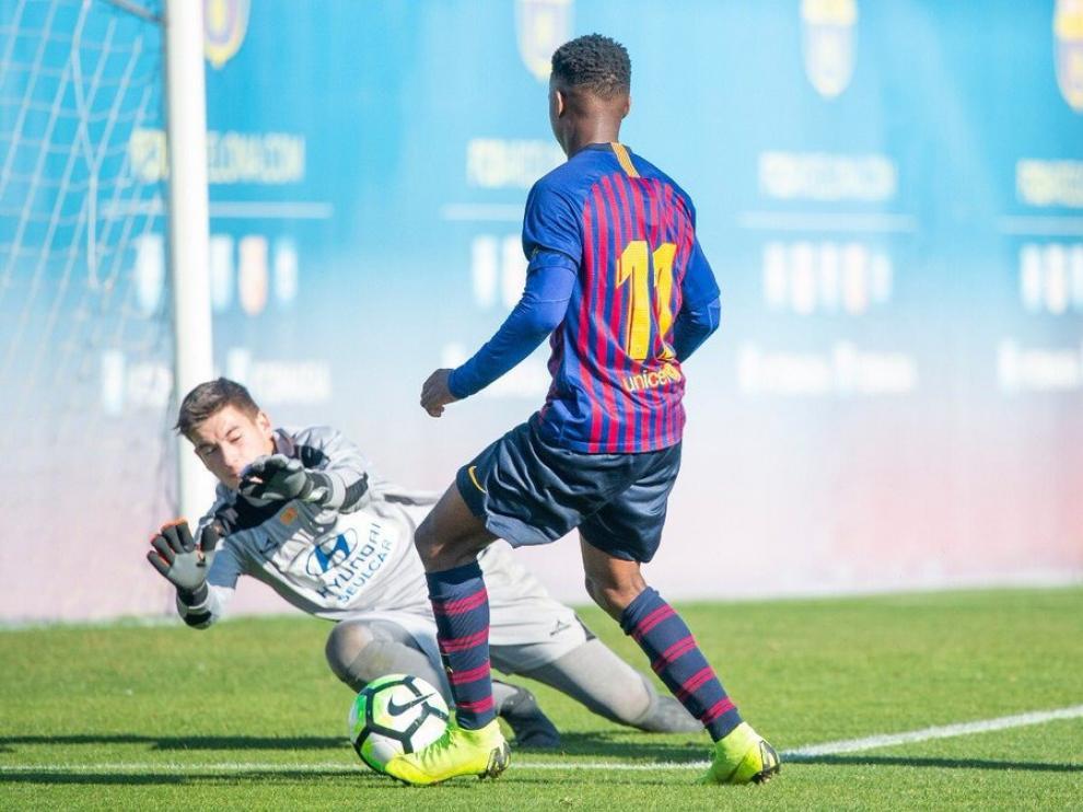 Un lance del partido entre al FC Barcelona ante El Olivar.