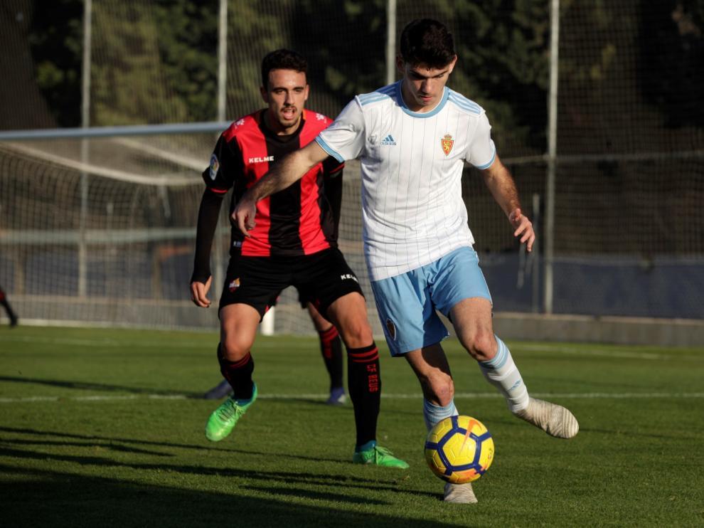 Una acción del partido entre el Real Zaragoza Juvenil A contra el Reus.