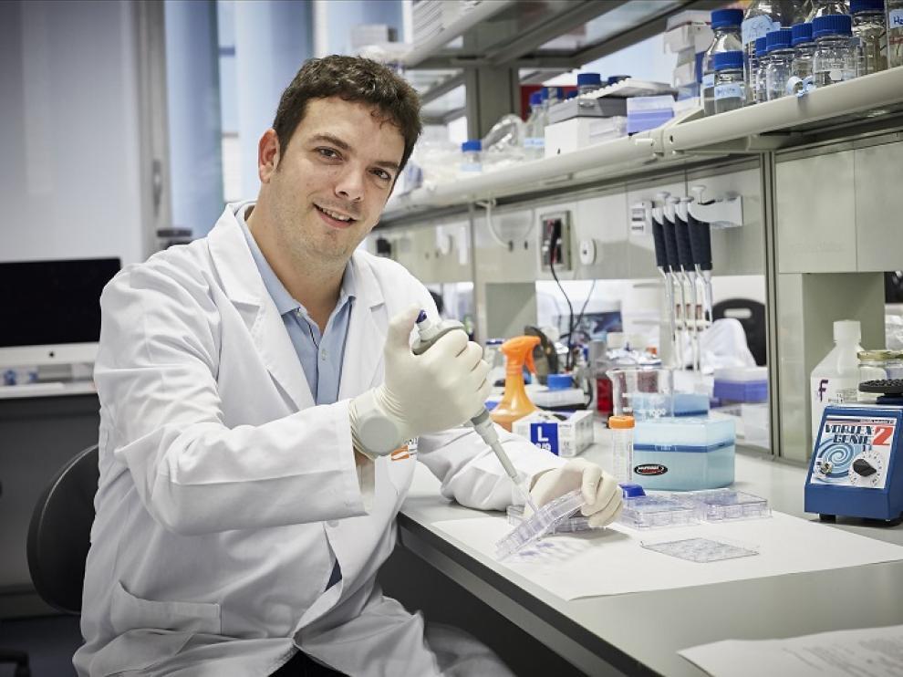 Alberto Jiménez en el laboratorio.