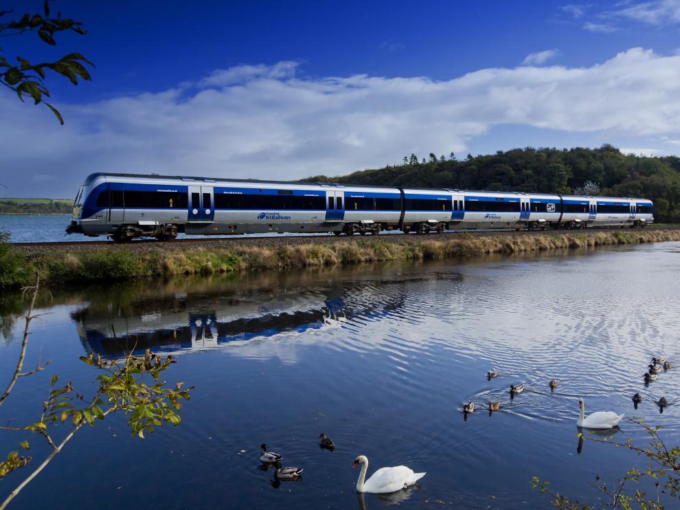 Un tren de la Northern Ireland Railways (NIR), compañía que sigue confiando en CAF.