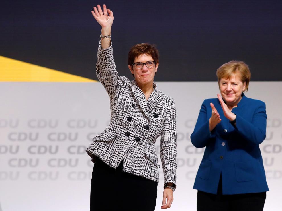 Annegret Kramp-Karrenbauer con Ángela Merkel.