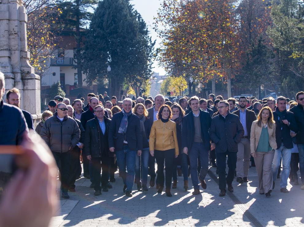 De izqda a dcha: Juste, Campoy, Vaquero, Azcón, Buj, Casado, Beamonte y Alós, este viernes, en Teruel.