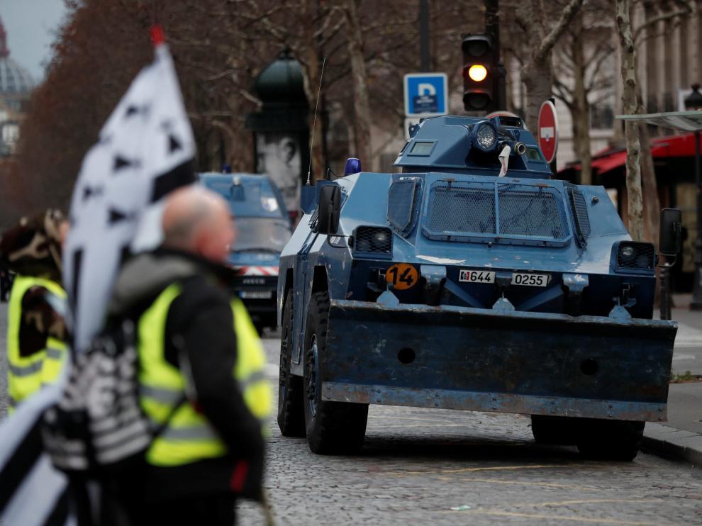 Miles de policías se han desplegado por el centro de París