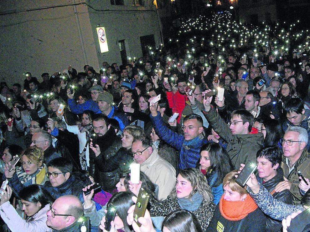 Manifestación multitudinaria en Andorra. La Plataforma Amigos de Iranzo convocó una gran manifestación en la localidad bajoaragonesa el 23 de diciembre de 2017 que congregó a 4.000 personas para denunciar la falta de información y en recuerdos de las víctimas (el ganadero José Luis Iranzo  y los guardias civiles Víctor Romero y Víctor Caballero). Las calles de Andorra estuvieron abarrotadas y acabó en un encendido de luces en la plaza.