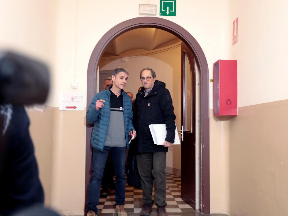 El presidente de la Generalitat, Quim Torra (d), a su llegada este domingo al Monasterio de Montserrat de Barcelona.