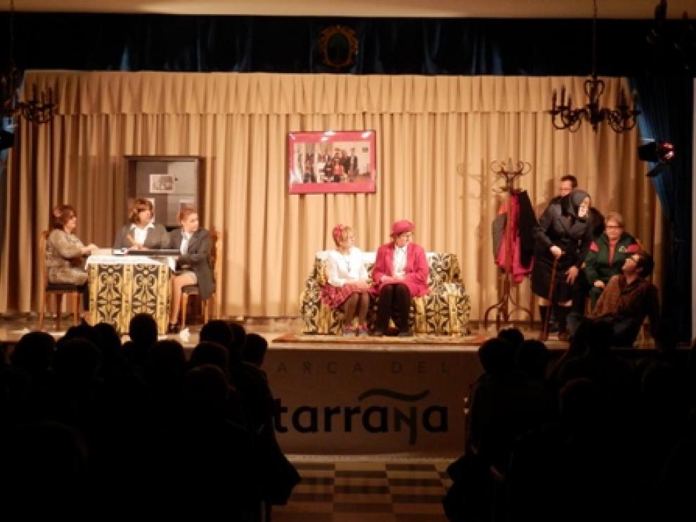 Actuación del grupo 'Chirinola' de Valjunquera, el pasado sábado en La Fresneda.