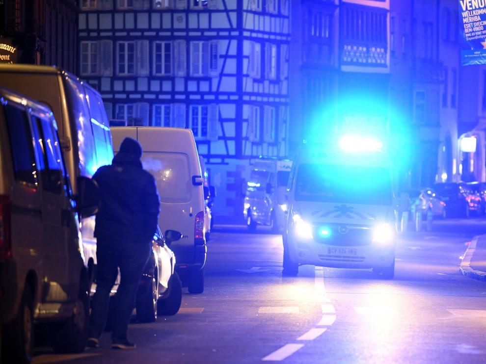 La policía investiga si contó con cómplices para cometer el atentado y en su posterior fuga.