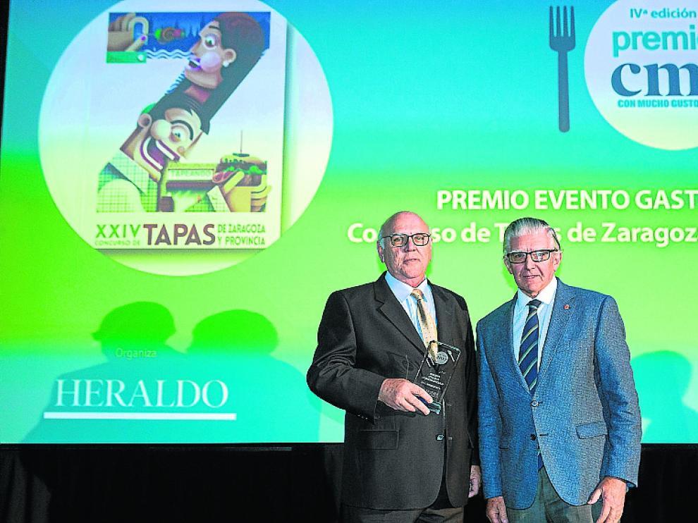 La Asociación de Cafés y Bares de Zaragoza organiza el Concurso de Tapas de Zaragoza. Recogió el premio su presidente, José María Marteles, en manos de Fernando de Yarza Mompeón, vicepresidente de HERALDO.
