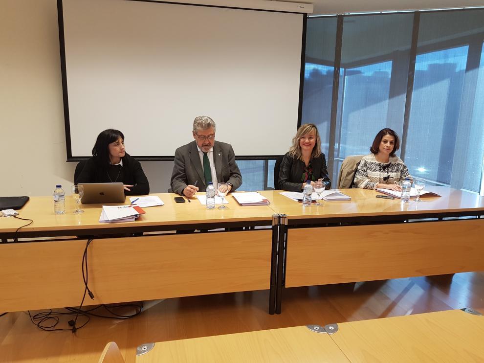 De izquierda a derecha, Alexia Sanz, José Antonio Mayoral, Pilar Alegría y Emma Buj, en el patronato de la Fundación Antonio Gargallo..