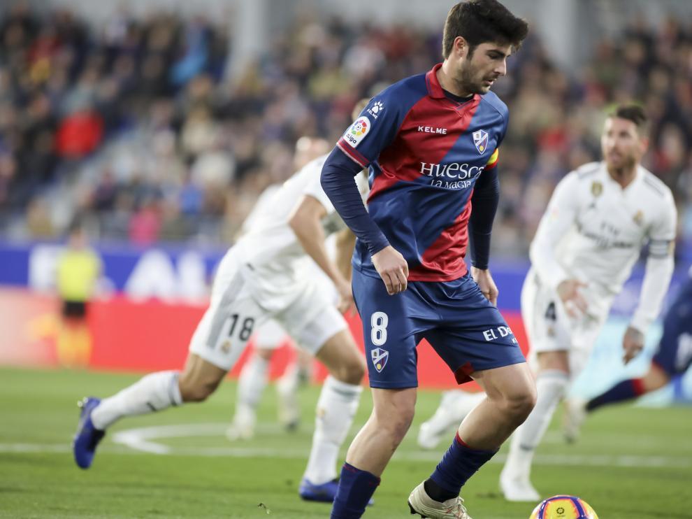 Melero, durante el enfrentamiento con el Real Madrid en El Alcoraz.