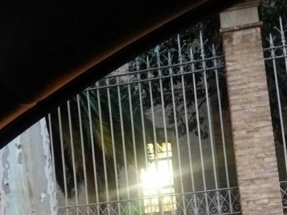 Imagen del IES Luis Buñuel tomada a las 8 de la mañana del 30 de noviembre, fuera del horario establecido.