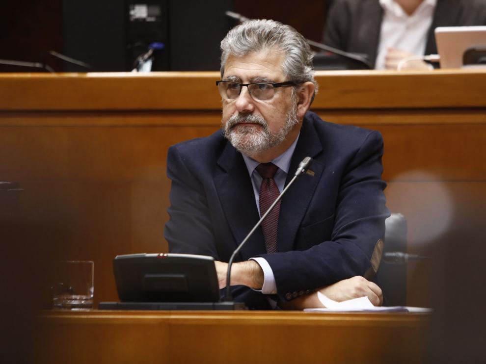 El rector de la Universidad de Zaragoza, José Antonio Mayoral, en las Cortes de Aragón.