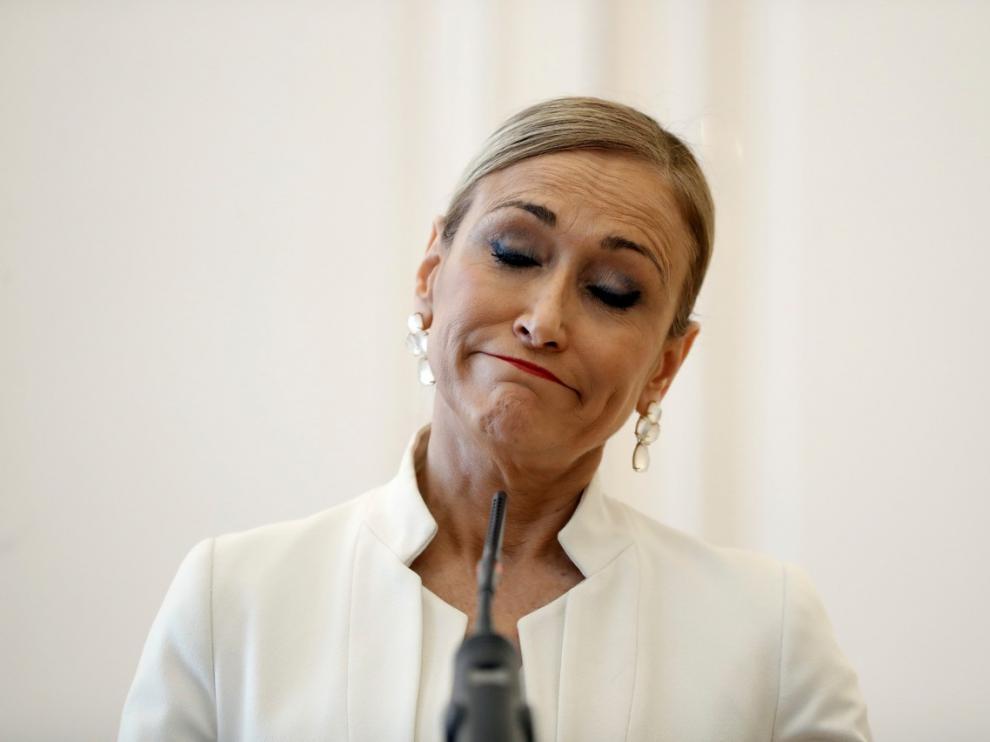 25 DE ABRIL. Cristina Cifuentes durante la rueda de prensa en la que ha anunció su dimisión como presidenta de la Comunidad de Madrid tras varias semanas envuelta en la polémica por su máster de la Universidad Rey Juan Carlos y después de que hoy se haya publicado una información en la que se le atribuye un supuesto hurto en un supermercado en 2011