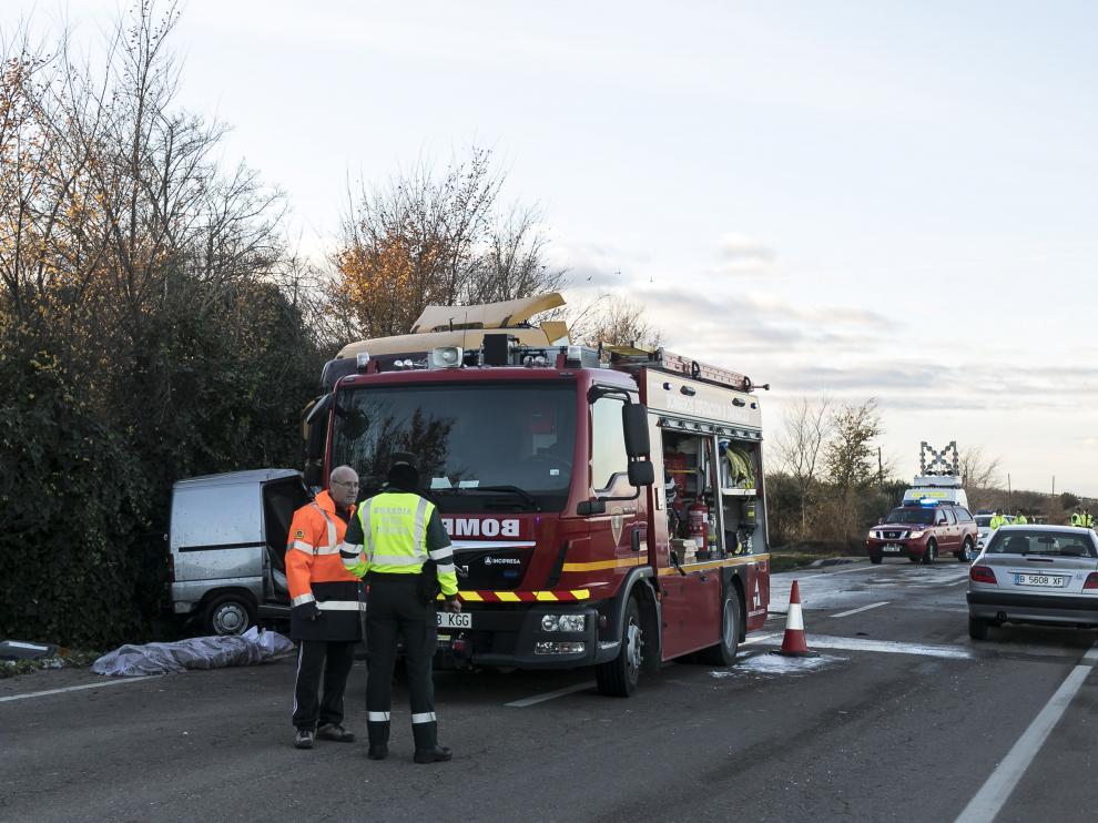 La N-232 y la N-II fueron, un año más, dos de las carreteras más peligrosas. En la imagen, un choque frontral ocurrido en la N-232, a la altura de Fuentes de Ebro.