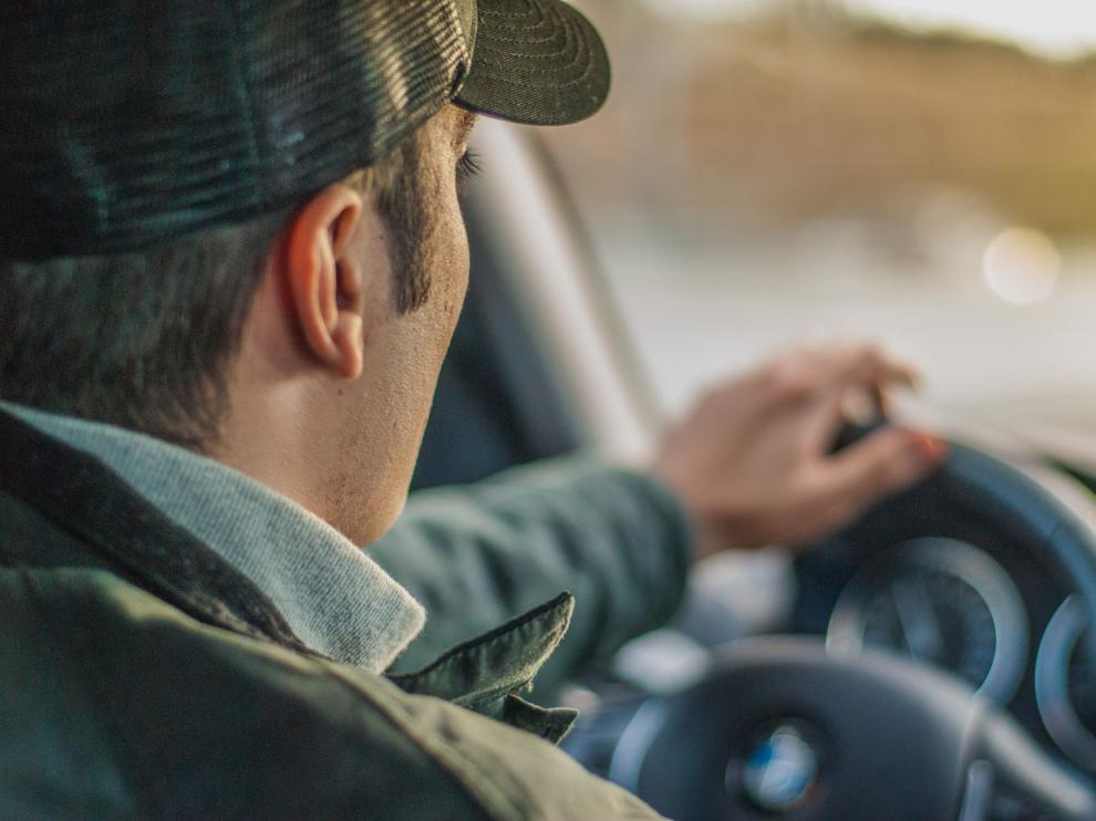 Superar los límites de velocidad puede conllevar la pérdida de hasta seis puntos.