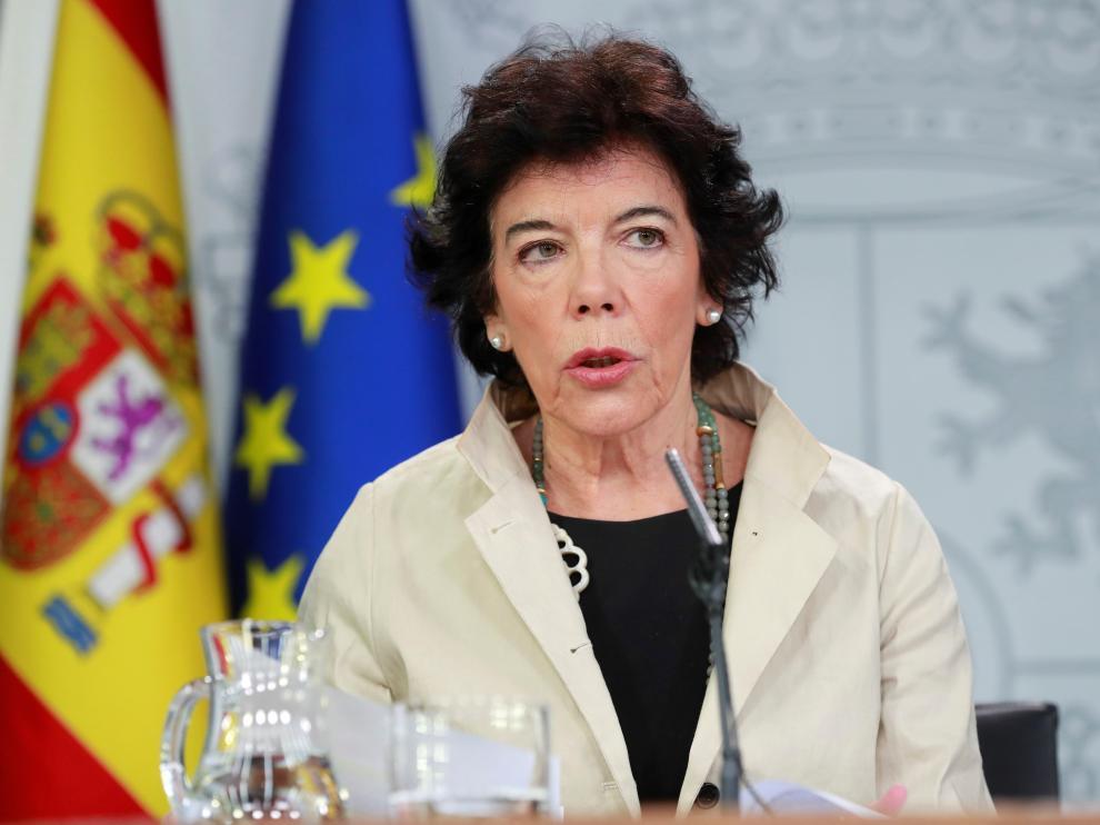 La ministra de Educación, Isabel Celaá, en una rueda de prensa.