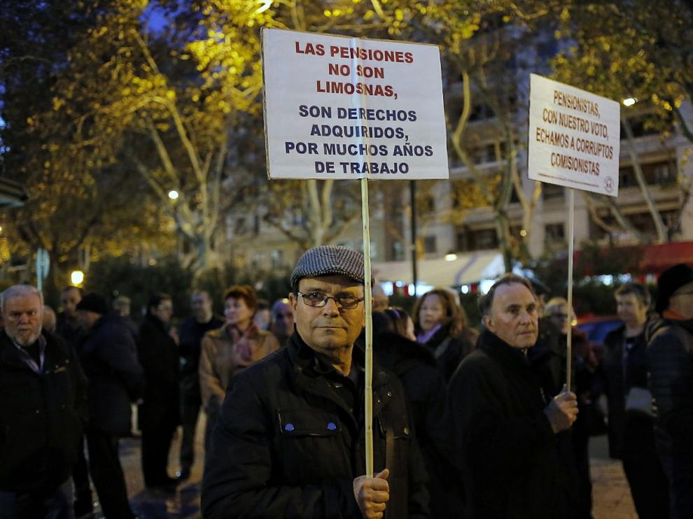 Cerca de mil personas se manifiestan en Zaragoza en defensa de unas pensiones dignas