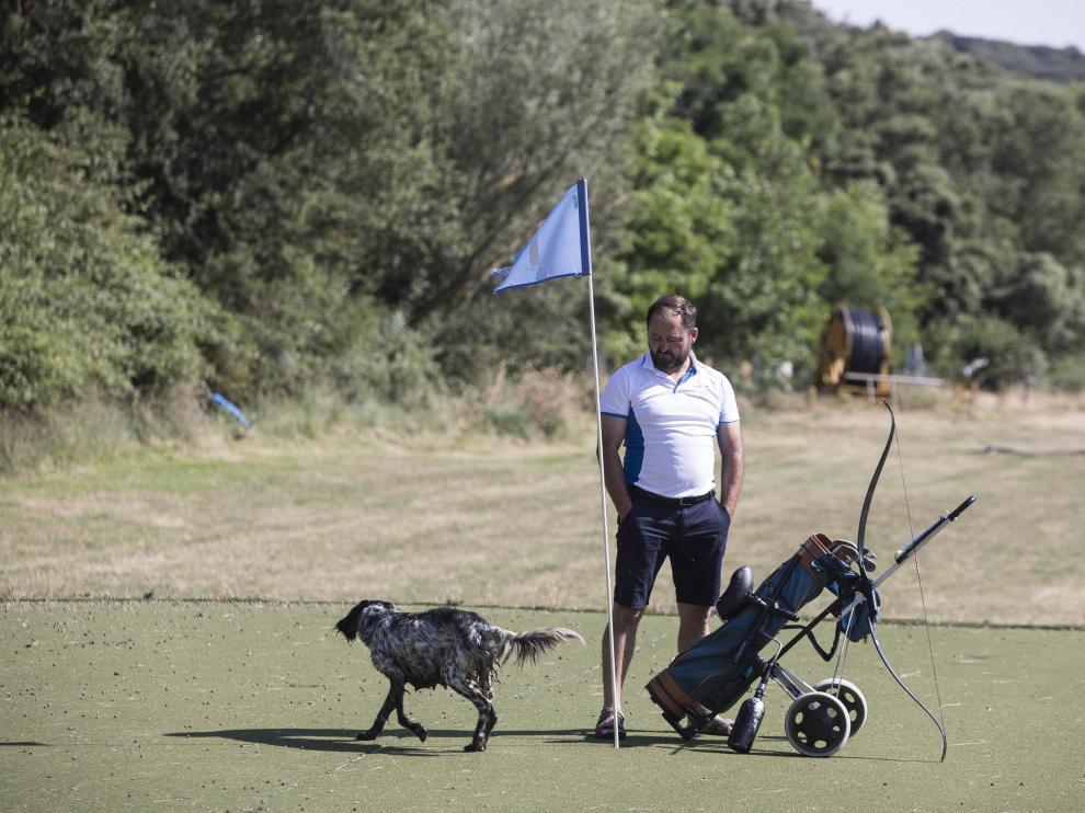Jesús Alegre en el campo de golf de Luesia