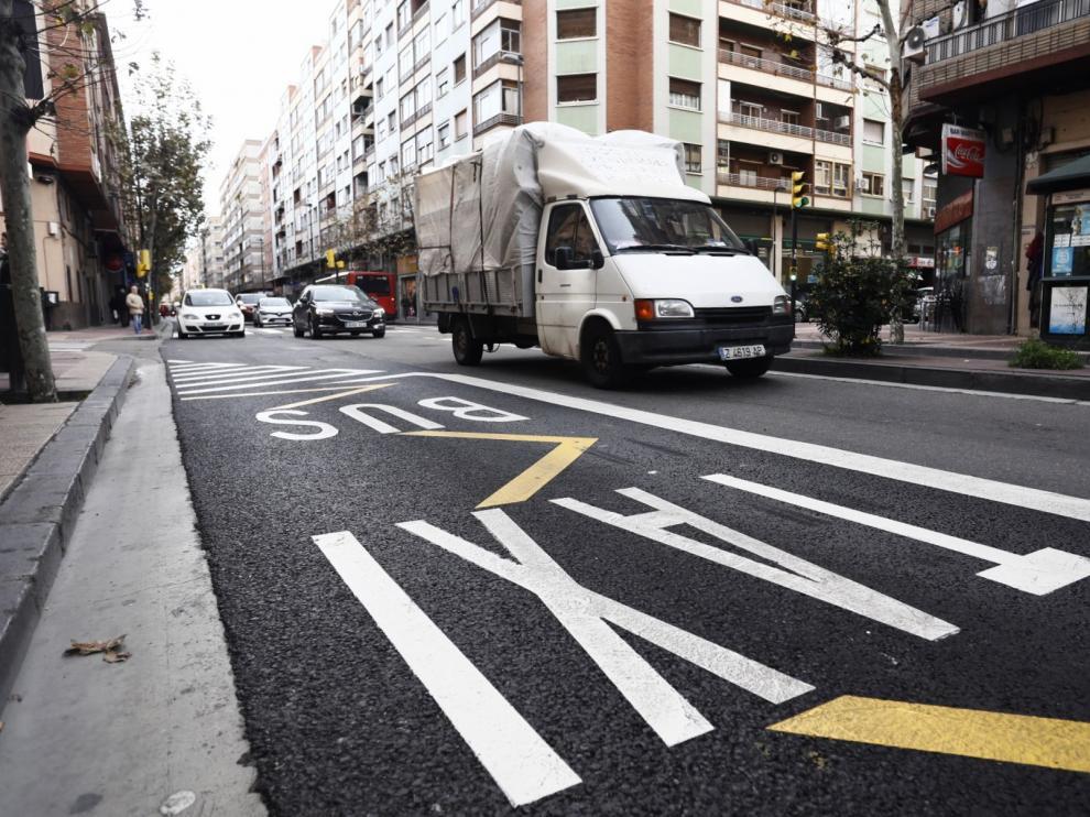 El carril bus taxi de la avenida de Madrid tiene una longitud de 1.400 metros.
