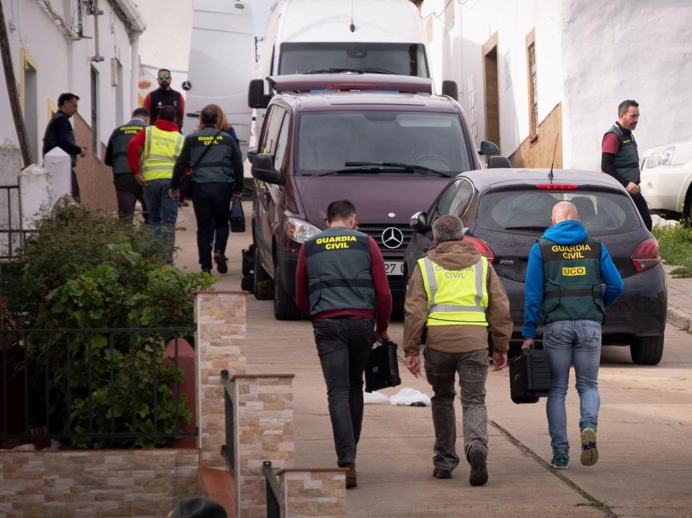 Inspección de la vivienda del detenido por el asesinato de Laura.