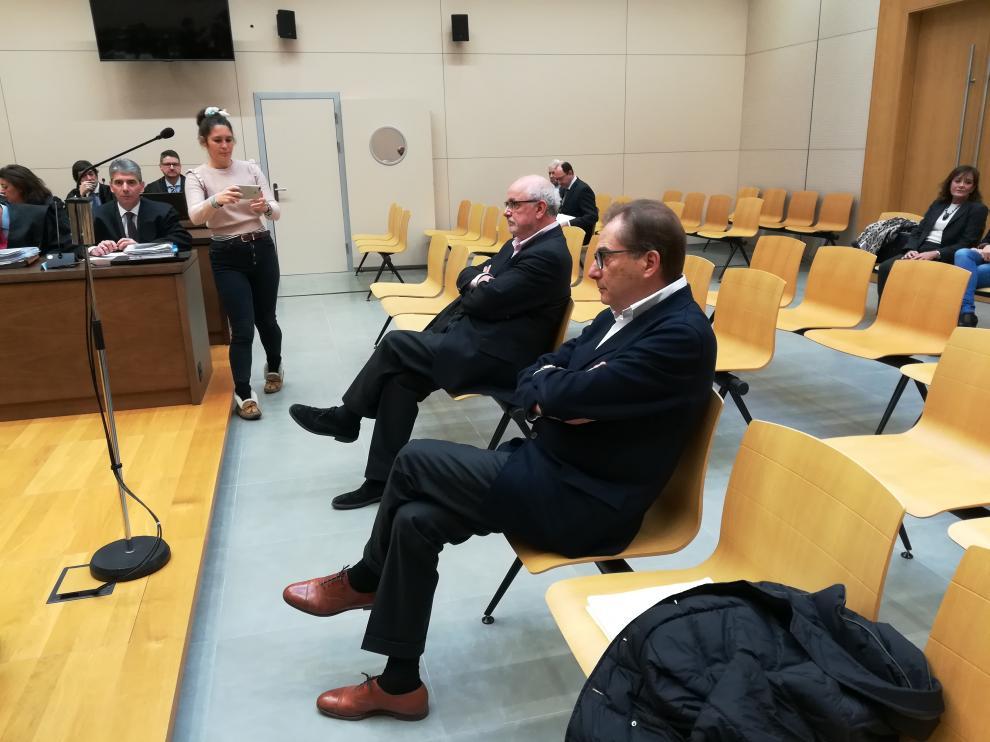 En el banquillo del juicio del caso Plaza solo se sentaron ayer el ex consejero delegado de la DGA en Plaza Carlos Esco y el empresario Miguel Ángel Floría.