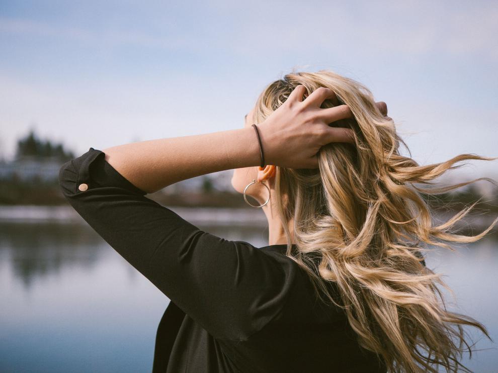 Los cabellos secos o con poca densidad son los que más sufren las consecuencias del frío.
