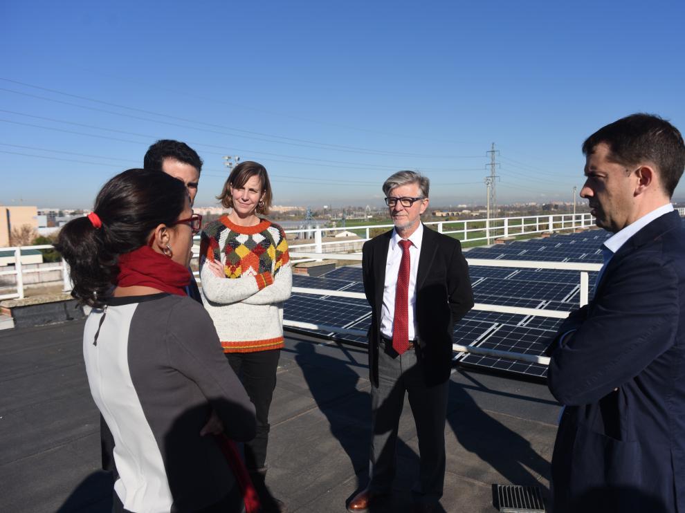 Visita del alcalde de Zaragoza a la instalación de placas fotovoltaicas