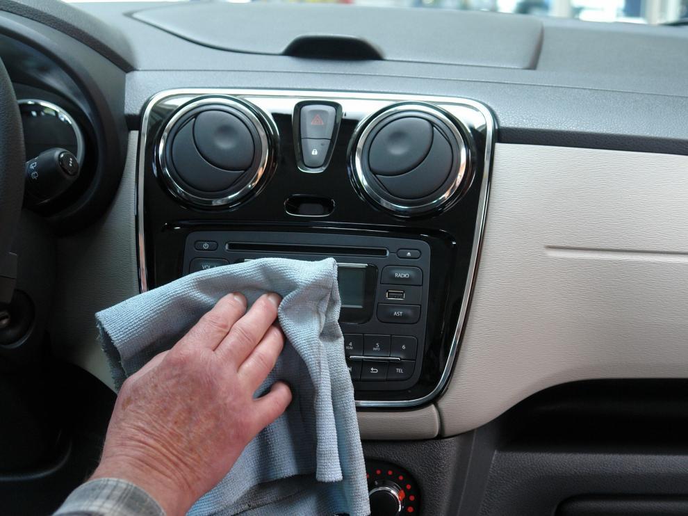 Los artículos caseros pueden ser un buen aliado para dejar tu coche resplandeciente.