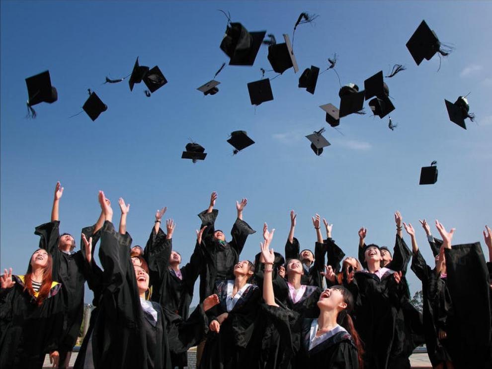 185 becas para realizar estudios de postgrado.